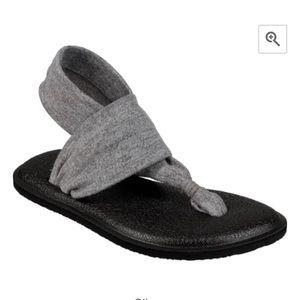 New Sanuk Sling Yoga Sandals 8 Silver